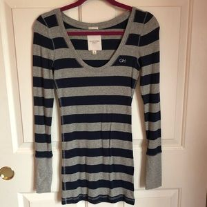 Gilly Hicks Navy and Gray Lightweight Sweater